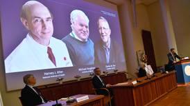 Harvey J. Alter, Michael Houghton y Charles M. Rice ganan Nobel de Medicina por descubrir la hepatitis C