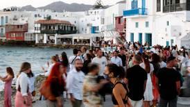 12 personas dan positivo a COVID-19 a bordo de un crucero en Grecia