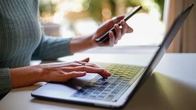 El 72% de empresas en el mundo planea modelo híbrido para trabajar en oficina y desde casa