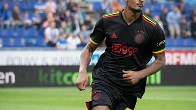 """¡Aguafiestas! Por tener """"tres pajaritos"""", UEFA prohíbe al Ajax usar uniforme en honor a Bob Marley"""