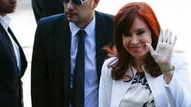 Expresidenta argentina Cristina Fernández acude a primer juicio en su contra por corrupción