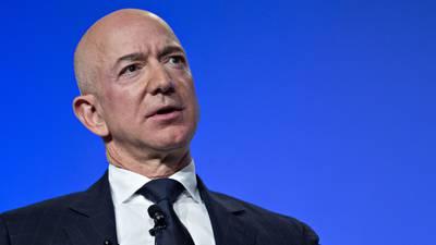 Jeff Bezos pierde 13.5 mil mdd de su fortuna ante ventas bajas de Amazon