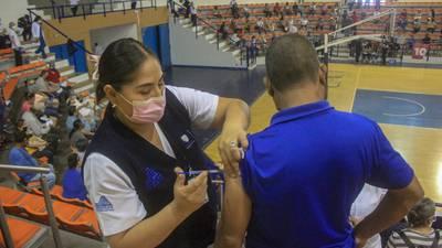 México aplica 372,031 dosis de vacunas COVID; van 43.7 millones en total