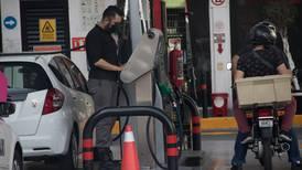 Gasolineros se gastan millones en sus estaciones y el Gobierno les da 'largas' para permisos
