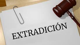 Extraditan a EU desde Italia a expolicía mexicano por narcotráfico