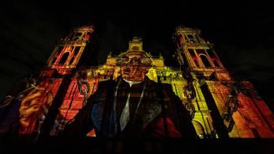 Videomapping en el zócalo cubrió el 'Huey Teocalli' y la Catedral Metropolitana