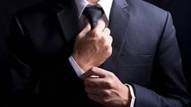 'Estatus de seda': ¿es la corbata un símbolo masculino o una 'soga colonial'?