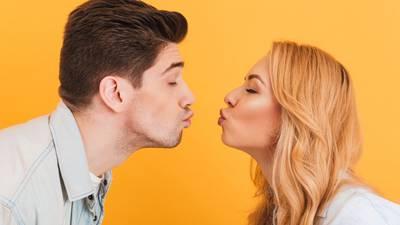 ¿Qué tan sucio es un beso apasionado? Se pueden compartir hasta 80 millones de bacterias