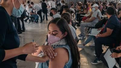 ¿Conoces a alguien que no quiere vacunarse? NY le da 'empujón' de hasta 2 mil para que no falte