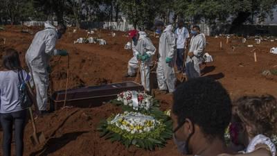 El COVID es mucho más letal en Brasil (y América Latina)... y nadie sabe por qué