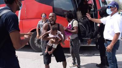Autoridades mexicanas frenan paso de migrantes a frontera de Coahuila y Texas