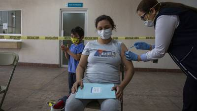 México aplica 198,480 dosis de vacuna COVID; total asciende a 21.2 millones