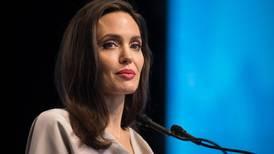 Angelina Jolie se une a Instagram y comparte emotiva carta de una niña afgana