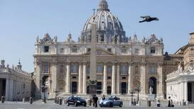Vaticano investiga a secretario de Juan Pablo II por presunto encubrimiento de abusos sexuales