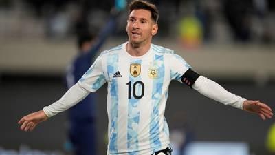 Messi supera récord de Pelé: marca un 'inspirado' triplete ante Bolivia