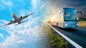 ¿Irte en avión (en serio) te puede salir más 'bara' que un viaje en camión?