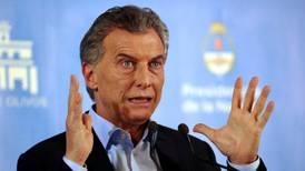 Mejora la economía argentina y Macri se acerca en los sondeos a Cristina