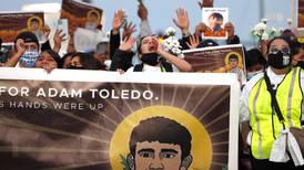 Marchan en Chicago en honor a niño latino baleado por policía