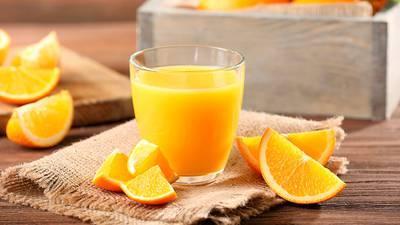 Tómate tu juguito de naranja: la vitamina C disminuyó la mortalidad en pacientes graves de COVID-19
