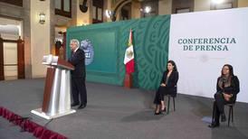 'El Chango' Cabral y René Bustamente llegan a Los Pinos: hacen donación de acervo cultural a AMLO