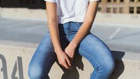 ¿Los blue jeans están de regreso? Estas marcas dicen que sí