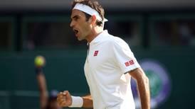 Federer gana el 'duelo de colosos' ante Nadal, y en la final se enfrentará al 'rey' Djokovic