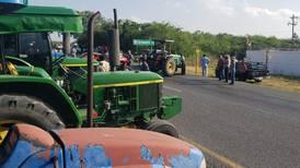 Campesinos bloquean carreteras en varias entidades
