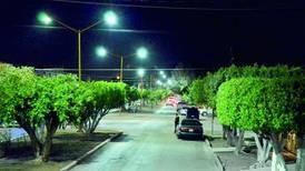Denuncian irregularidades en contrato de luminarias en Cadereyta