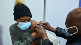 Sudafricanos no quieren vacunarse contra COVID: confían más en la oración