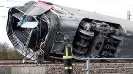 Accidente ferroviario deja al menos 2 muertos y 27 heridos en Italia
