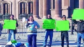 Les sale lo Bronco a policía: detienen a manifestantes