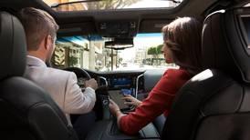 Conectividad atrás del volante