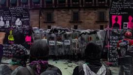 Policía de CDMX usó cohetones, balas de goma y sustancias irritantes en #8M: reporte de Red TDT