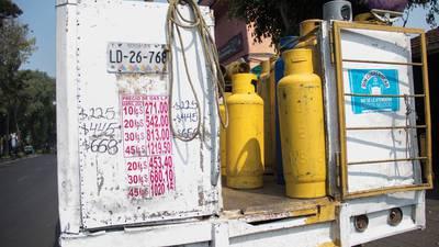 Gobierno pide precios fijos de emergencia para gas LP a regulador