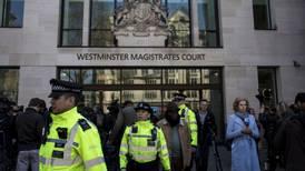 Audiencia de extradición de Julian Assange se aplaza por COVID-19