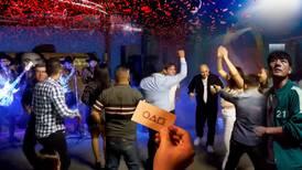 'Jugaremos muévete luz verde': 'Baile del calamar' ameniza fiestas familiares