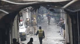 Mueren 43 tras incendio en un taller en India