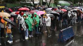 Ser rigurosos con reglas dejaría a muchos injustamente sin vacuna, dice CDMX sobre aglomeraciones en Xochimilco
