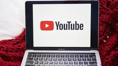 'Vacuna contra el COVID-19 te matará': YouTube eliminará videos con información errónea de la pandemia