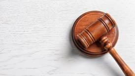 Destituyen a juez federal por acoso sexual